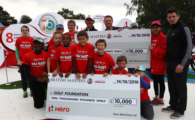 Soomin Lee presents cheque to Golf Foundation cropped x 800.jpg