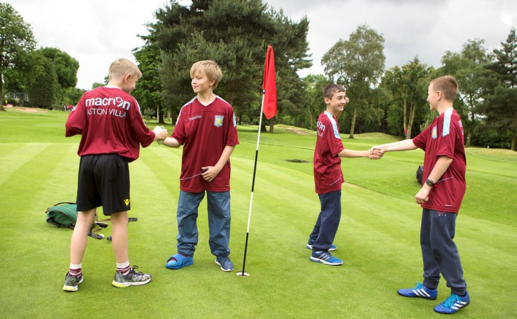Boys shaking hands at StreetGolf Final.jpg