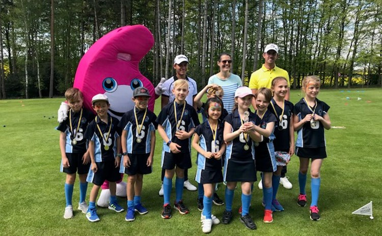 Youngsters with GolfSixes mascot.jpg